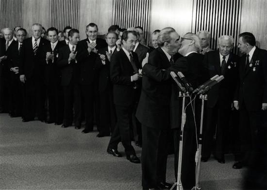 Schwarzweiß ist Farbe genug - Leonid Breschnew und Erich Honecker