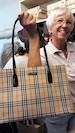 """Und ZONTA-Aktion: Handtaschenverkauf und Versteigerung von VIP-Handtaschen (16 Uhr) - zug. des Projektes """"Frauen in Altersarmut"""""""